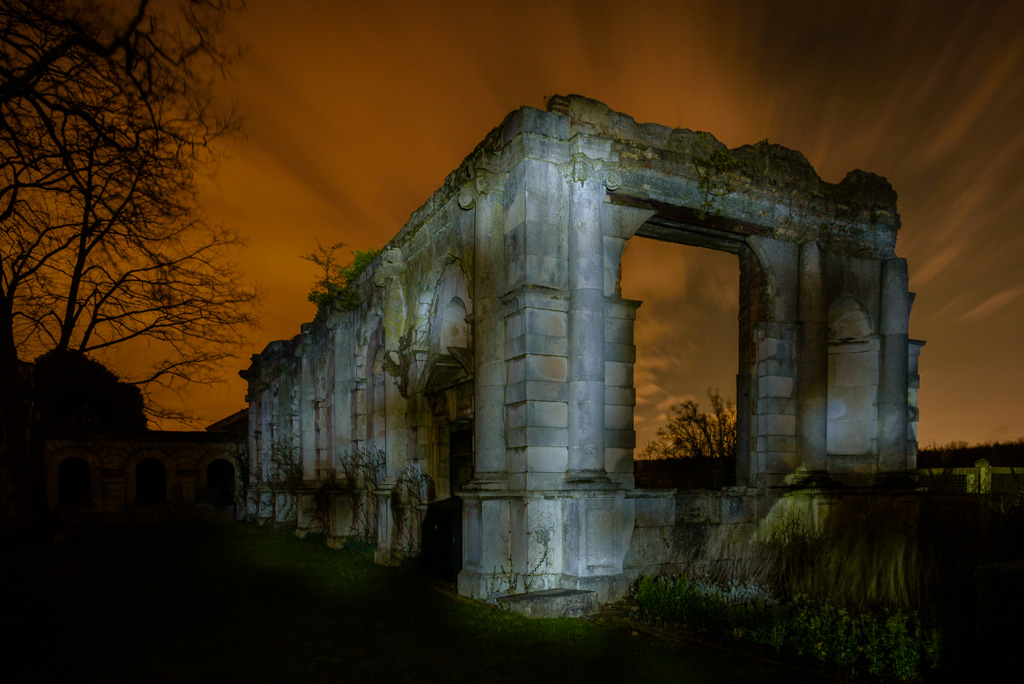 Picture of a ruined folly in the grounds of Copped Hall